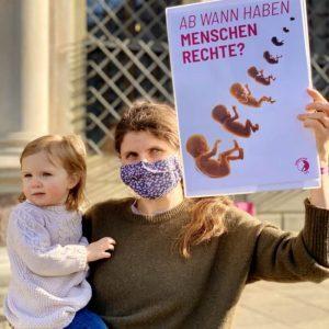 Sundaysforlife, Mutter mit Kind, Gespräch über Abtreibung